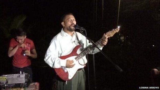Man playing the guitar in Garita Palmeira