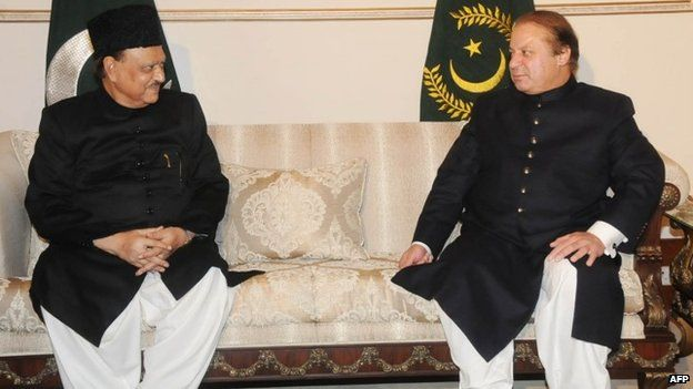Mamnoon Hussain (L) meeting with Pakistani Prime Minister Nawaz Sharif at the presidential palace in Islamabad, September 2013