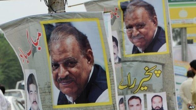 Banners welcoming and congratulating incoming Pakistani President Mamnoon Hussain in Islamabad on September 9, 2013
