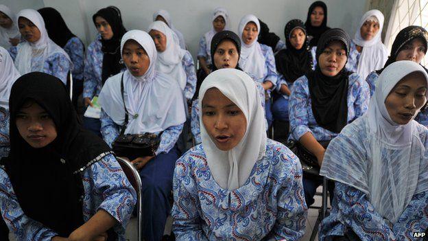 Indonesian women undergo training for domestic service in Saudi Arabia (2010)