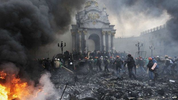 Protesters take up new positions in Kiev, 20 February 2014