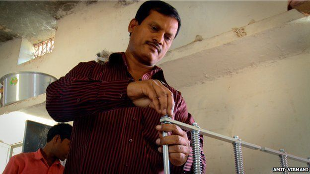 Muruganantham installs a machine