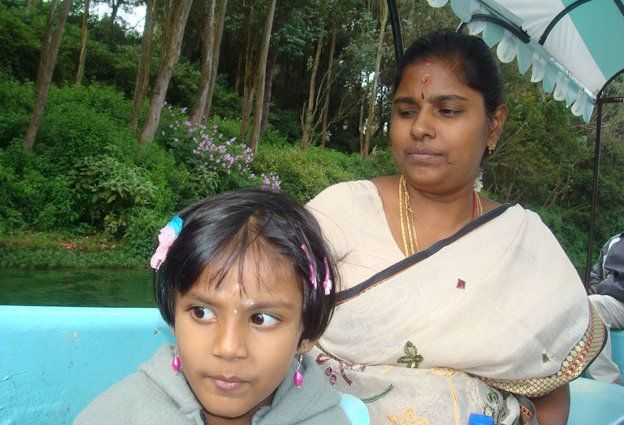 Muruganantham's wife Shanthi and their daughter Preeti on a day out