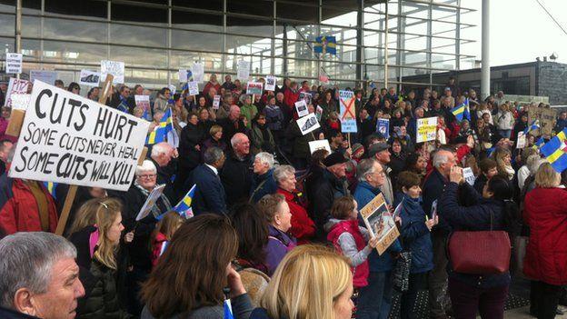 Protest yn y Senedd