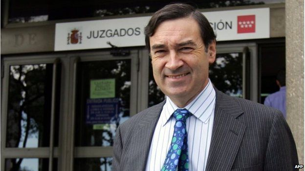 The director of El Mundo, Pedro J Ramirez in 2005, smiling after leaving court to testify over his refusal to reveal his newspaper's sources during the inquiry into the Madrid train bombings