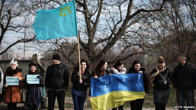 Crimean Tatars and Ukrainians protest in Simferopol