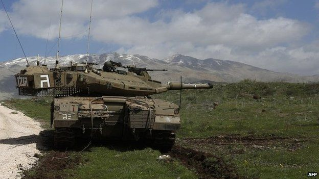 An Israeli army tank near the town of Majdal Shams in the occupied Golan Heights, with Mount Hermon in the background (19 March 2014)