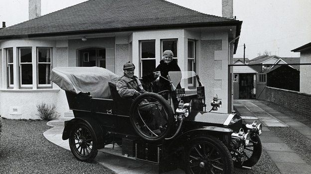 Adam McGregor Dick and his wife Bessie in front of their home Rob Roy in Kilmarnock