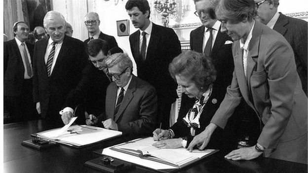 Margaret Thatcher and Garret Fitzgerald signing the Anglo-Irish agreement in 1985