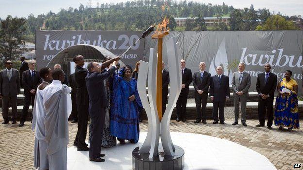 Rwandan President Paul Kagame and UN Secretary-General Ban Ki-moon light a memorial flame at a ceremony in Kigali to mark the 20th anniversary of the Rwandan genocide (7 April 2014)