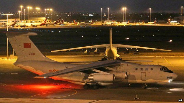 Chinese plane in Perth, Australia en route to rejoin search for missing Malaysian plane (6 April)