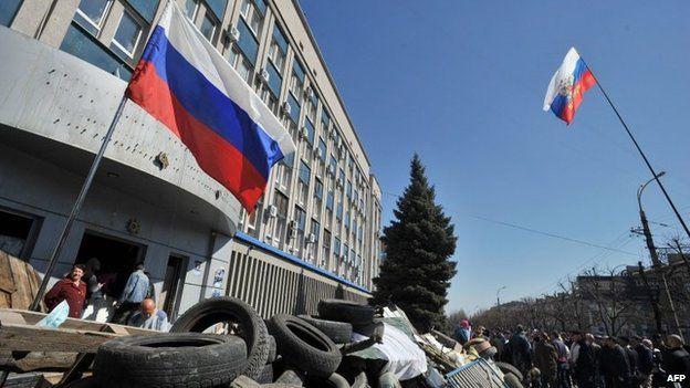 Barricade outside Ukrainian Security Service building in eastern Ukrainian city of Luhansk. 8 April 2014