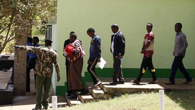 Somalis held by police in Nairobi (7 April 2014)