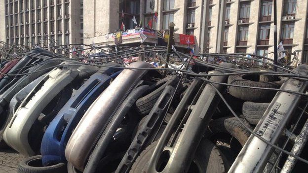 Barricades with car bumpers in Donetsk