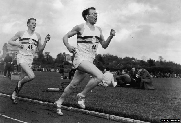 6th May 1954: Chris Brasher (1928 - 2003) takes the lead, closely followed by Roger Bannister during a historic race at Iffley Road, Oxford