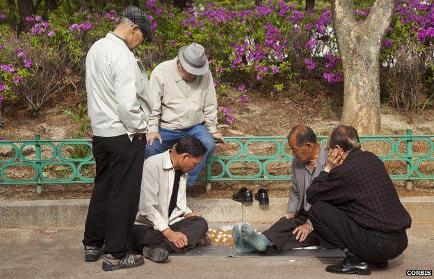 Men playing board game in Jongmyo park