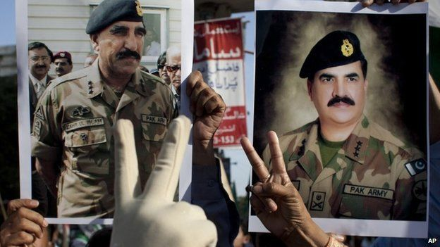 Pakistan army supporters hold pictures of army chief Gen Raheel Sharif, right, and Pakistan's Inter-Services Intelligence Chief Lt Gen Zaheerul Islam at a rally in Karachi, Pakistan (25 April 2014)