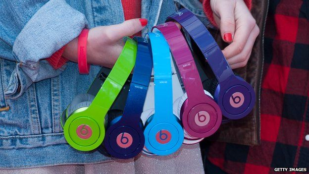 Multi-coloured headphones