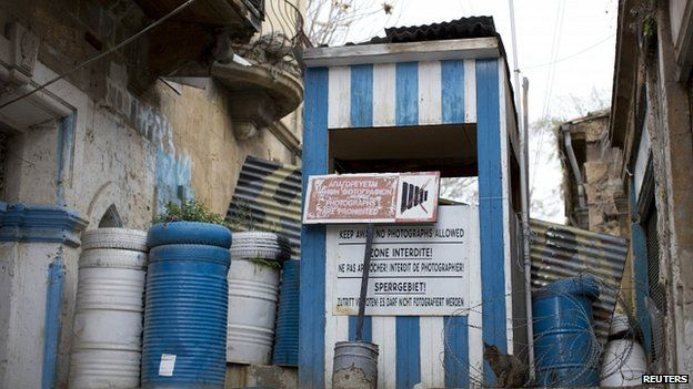 A military post marking the UN buffer zone stands in the Greek Cypriot-controlled area of central Nicosia 12/03/2014