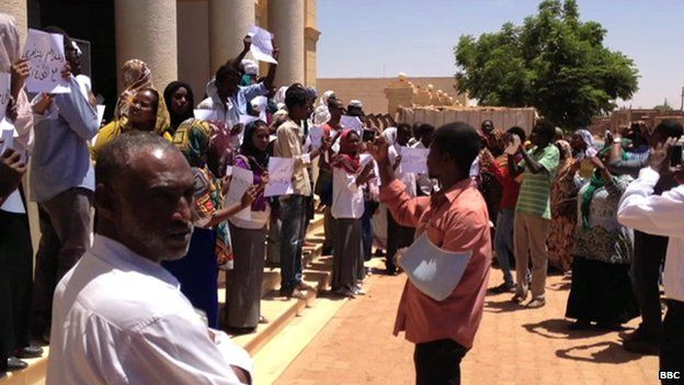 Protesters against the verdict confronted a crowd who backed the judge's decision outside the court - 15 May 2014