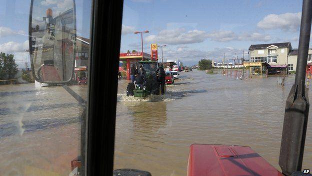 Tractors being used to evacuate people near Bijeljina 17/05/2014