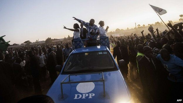 Malawian presidential candidate Peter Mutharika (C) greets supporters as he arrives to address supporters at his final campaign rally on 17 May 2014, in Goliati, Malawi