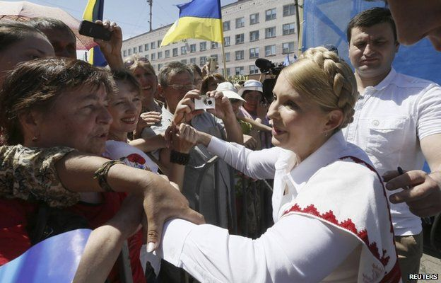 Former Ukrainian prime minister and current presidential candidate Yulia Tymoshenko (R) meets supporters during her election campaign in the city of Konotop May 21, 2014.