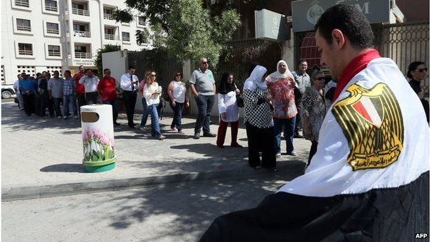 Egyptians queue to vote in Dubai (15/05/14)