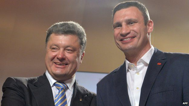 Presidential candidate Petro Poroshenko (L) and the head of UDAR (Punch) party Vitali Klitschko at a press conference in Kiev on 25 May 2014