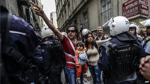Couple with child argue with police near Taksim square