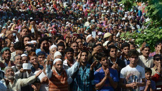 Kashmiri Muslims pray at the Hazratbal Shrine in Srinagar on May 30, 2014