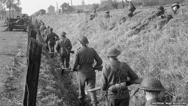 Forces from 53rd (Welsh) Infantry at s-Hertogenbosch, October 1944