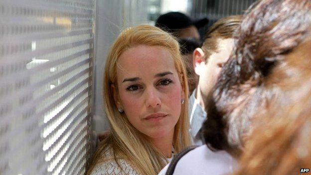 Lilian Tintori, wife of arrested opposition leader Leopoldo Lopez arrives at Caracas courthouse on 2 June, 2014.