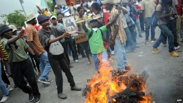 Demonstrators perform a voodoo ceremony before an anti-government protest in Port-au-Prince, Haiti, 5 June 2014