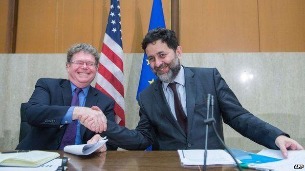 Chief US negotiator Dan Mullaney (L) and chief EU negotiator Ignacio Garcia-Bercero
