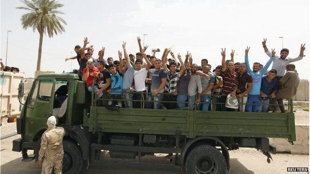 Volunteers who have joined the Iraqi Army to fight against the predominantly Sunni militants in Baghdad (13 June 2014)