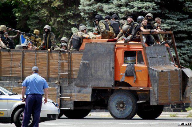 Ukrainian troops in Mariupol (13 June 2014)