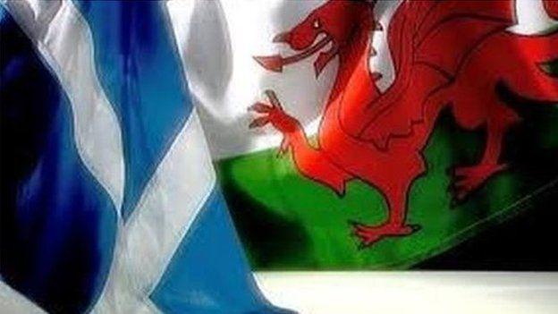 baneri Cymru a'r Alban