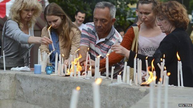 People light and place candles in memory of Ukrainian servicemen killed in a transport plane crash in Luhansk, in a central square in Lviv, Ukraine, 14 June 2014