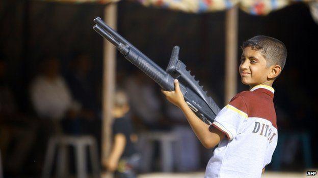 Iraqi boy holds gun (17 June 2014)