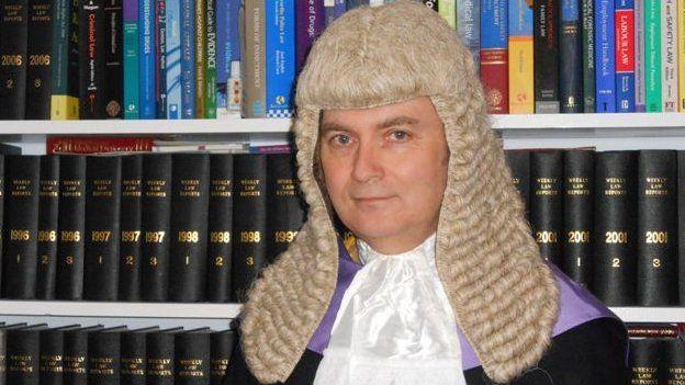Y Barnwr Rhys Rowlands