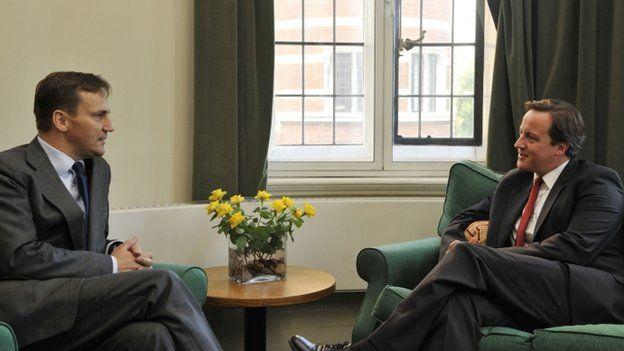 Radoslaw Sikorski (left) with David Cameron in London, 15 October 2009