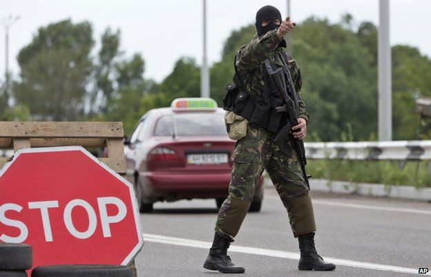 Pro-Russian separatist guards checkpoint near Donetsk (6 July)