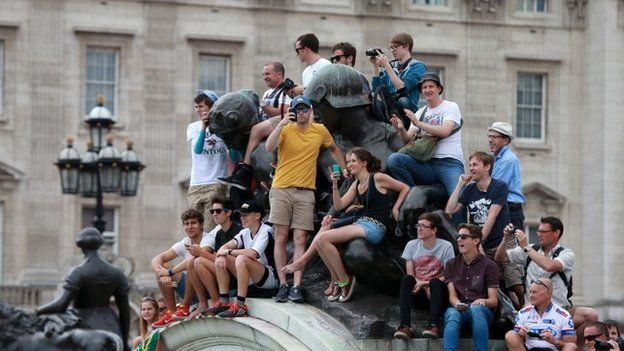 Tour de France fans near Buckingham Palace