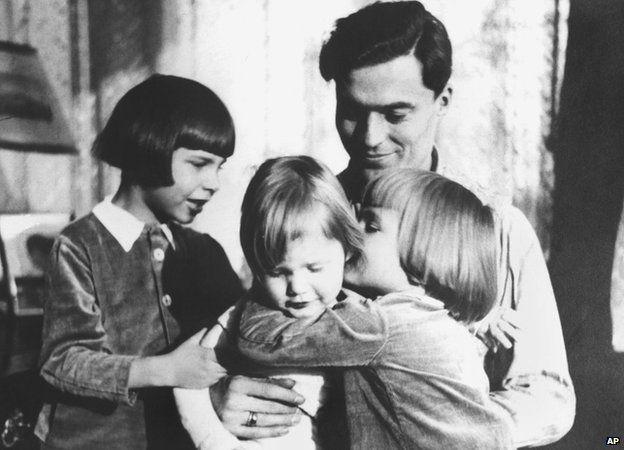 Claus Graf Schenk von Stauffenberg is surrounded by his children (from R) Berthold, Franz-Ludwig und Haimeran in 1940