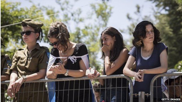 Israelis mourn at funeral of Sgt Max Steinberg (23 July 2014)