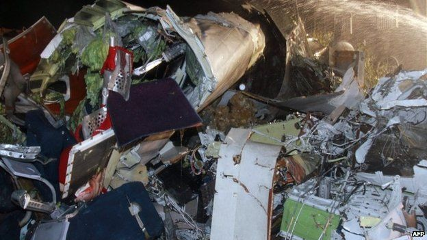 The wreckage of the TransAsia Airways flight GE222 after it crashed in Penghu islands (23 July 2014)