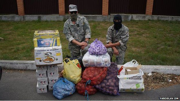 Ukrainian soldiers taking delivery of food supplies