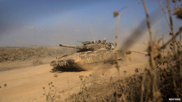 Israeli tank near the border with Gaza (27 July 2014)