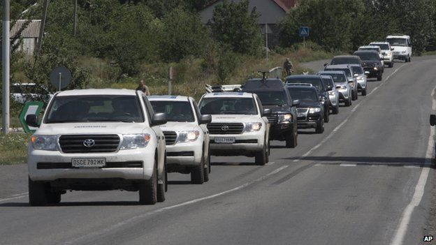A convoy of international forensic experts, police officers and OSCE members approach Shakhtarsk, Donetsk region, on 28 July 2014.